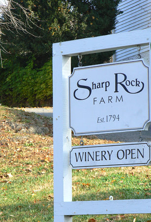 Sharp Rock Vineyard Bed and Breakfast Cottages: Entrance