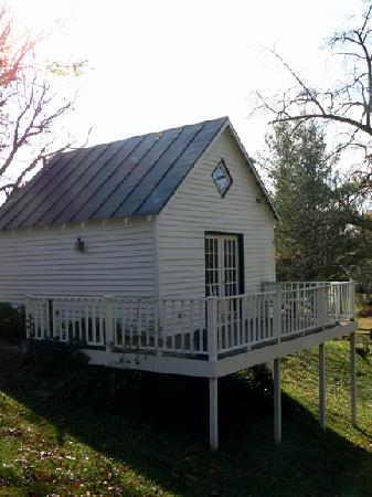 Sharp Rock Vineyard Bed and Breakfast Cottages: The Carriage House
