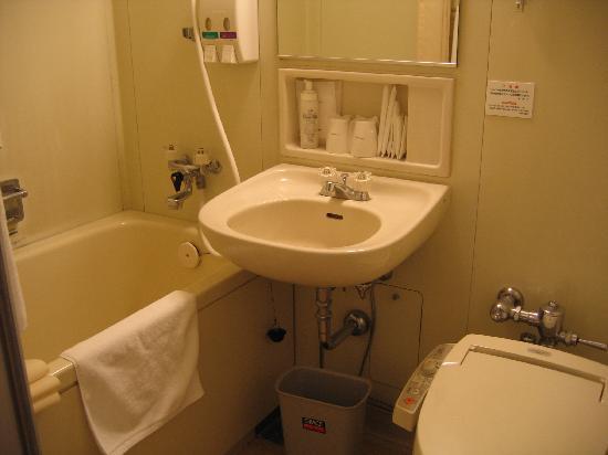 Kumamoto Kotsu Center Hotel: Bathroom.