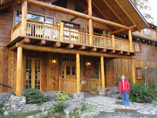 Applegate River Lodge : My wife at main entrance