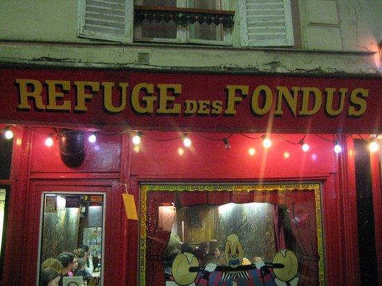 Le refuge des fondus paris montmartre restaurant for Le miroir restaurant montmartre