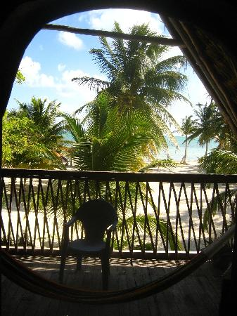 Cuzan Guesthouse and Bonefish Flats : our penthouse cabana looking out
