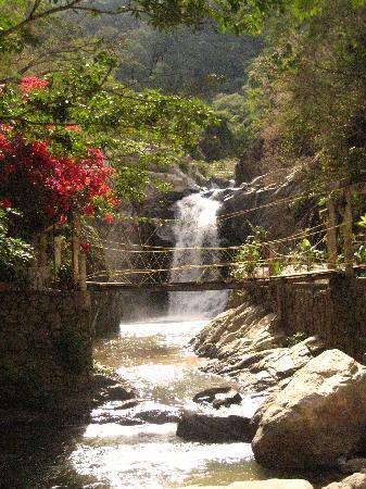 Quimixto: Waterfall