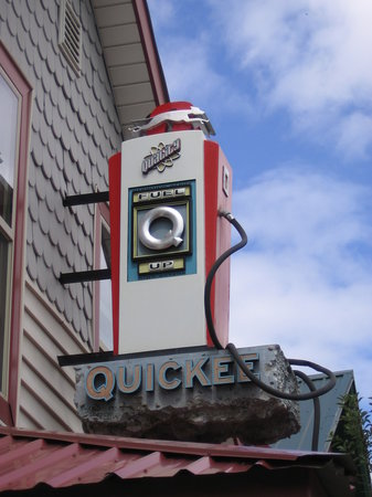 Quickee's : Outside sign