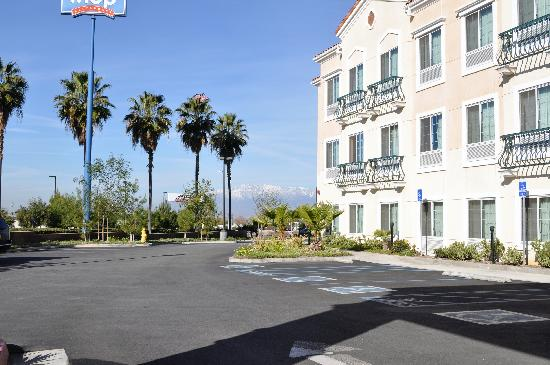 Country Inn & Suites By Carlson, San Bernardino (Redlands): Front of Country Inn Redlands