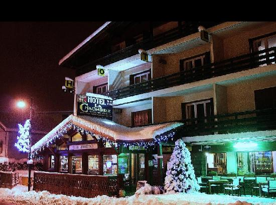 Hotel La Chaumiere : L'hotel sous la neige