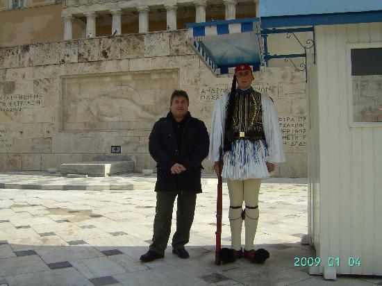 Platon Hotel : Alfredo and a guard in front of Parlament (guess which is which)