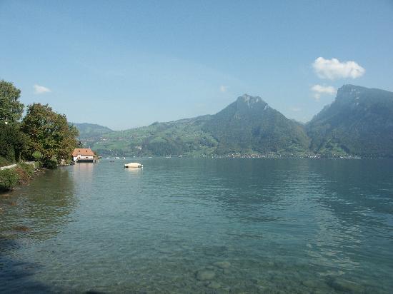 Gasthof Bellerive : Berge und Wasser
