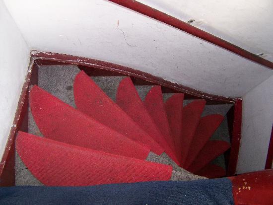 Hotel Croydon: the dirty stairway (disgusting)