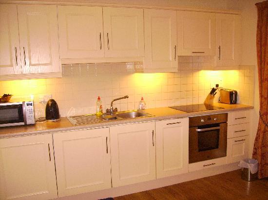 Lismar Guest House: Kitchen