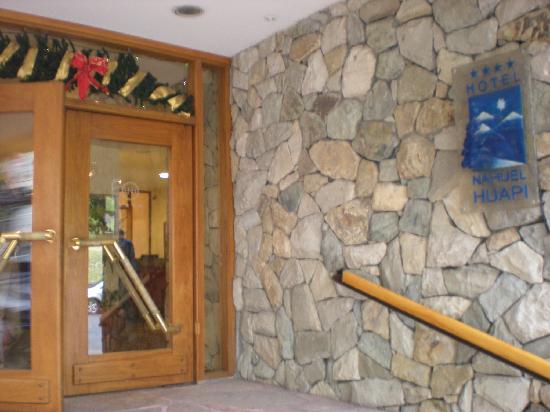 Hotel Nahuel Huapi: Front entrance to Nahuel Huapi Hotel