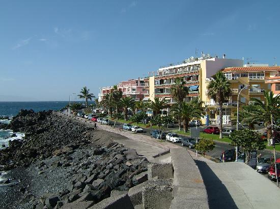 Playa San Juan, Spain: looking up front street