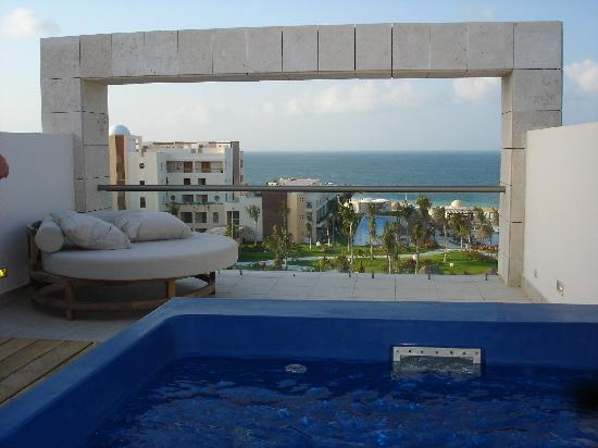 Piscina y terraza en segunda planta habitacion for Terrazas piscinas fotos