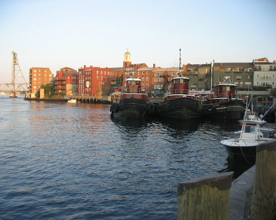 Portsmouth, NH : Waiting for the cruise at dock