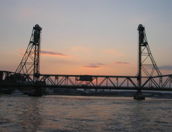 Portsmouth Harbor Cruises: Along the river at sunset