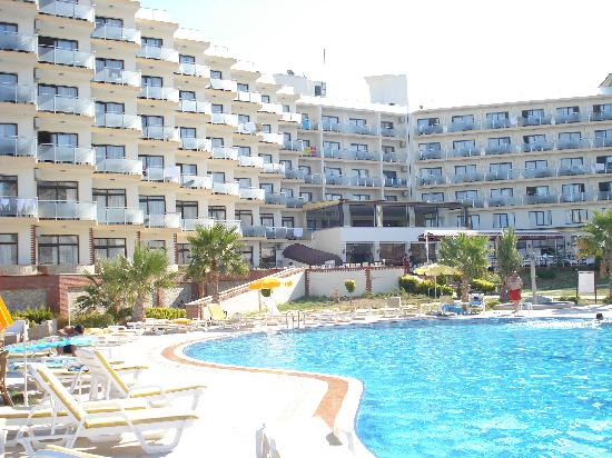 Royal Palace: the hotel, view from the pool