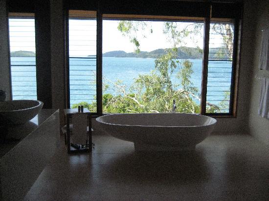 Qualia Resort: Bathtub View