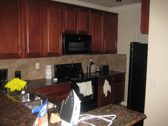 Bella Piazza Condominiums: Kitchen