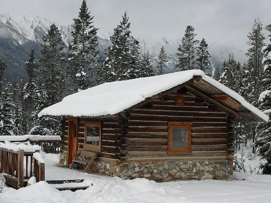 Nipika Mountain Resort: Nice to see a cozy cabin at the end of the day.