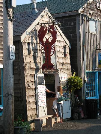 Beach & King Street Inn : Shopfront on Bear Skin Neck, Rockport