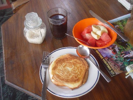 Merthayasa Bungalows: breakfast