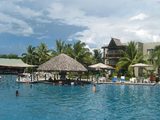 Wyndham Resort Denarau Island: Pool Bar, Poolside rooms