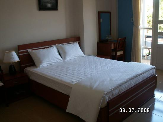 Suoi Cat Hotel, Dalat - Brand new bed sheet