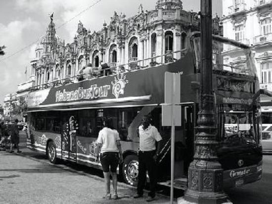 5 CUC Havana Tour Bus