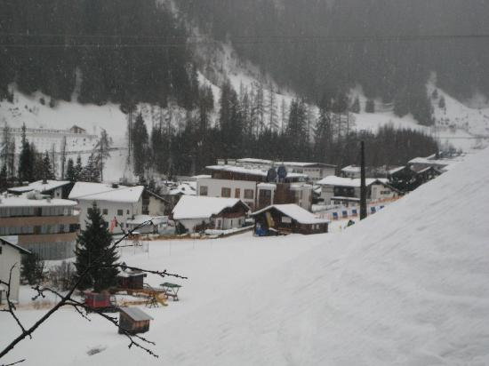 Chalet Rose: View from chalet to ski school