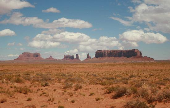Monument Valley Navajo Tribal Park: classic Western skylines