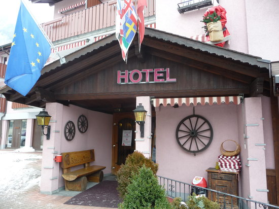 Hotel Roessli: entrance