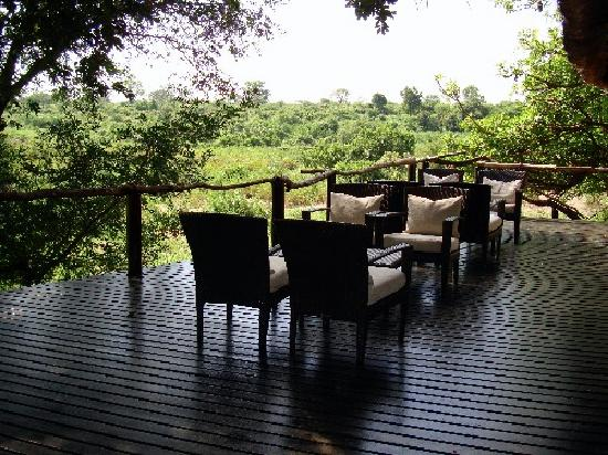 Lion Sands Ivory Lodge: outdoor decking of main lodge