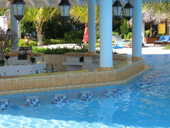 bar de la piscine picture of melia las dunas cayo santa maria tripadvisor. Black Bedroom Furniture Sets. Home Design Ideas