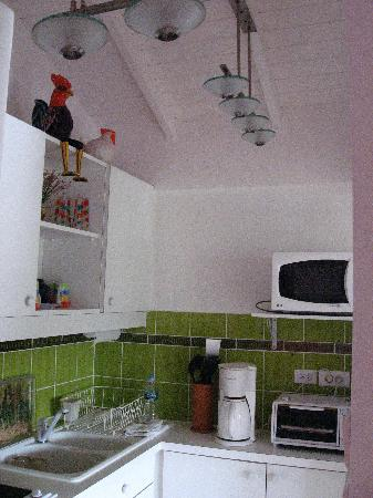 Les Balcons d'Oyster Pond: The Kitchen