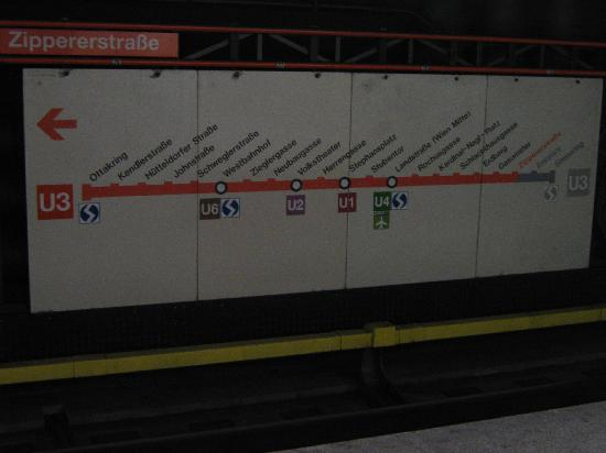 Actilingua Apartment Pension: U-bahn stop