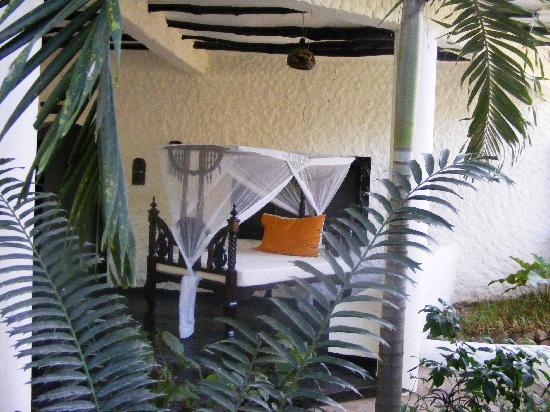 Scorpio Villas: outside beds