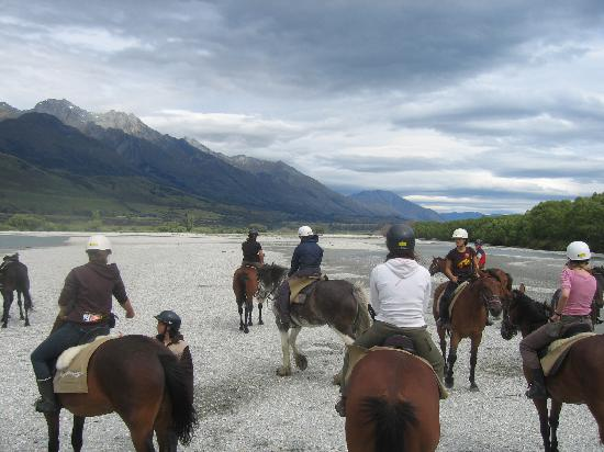 Queenstown, New Zealand: Horse treking with friends