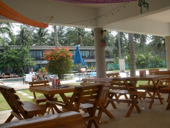 Lanta Darawadee Hotel: Restaurant where dinner and breakfast is served