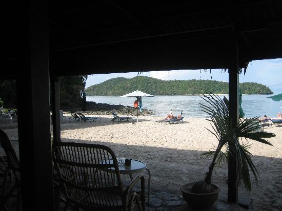 The Lanai Langkawi Beach Resort: Beach from beach bar