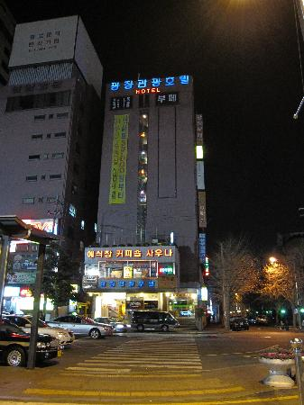 Gwangjang Hotel: hotel building from the train station
