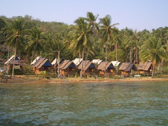 Homestay Bungalows: Huts from boat