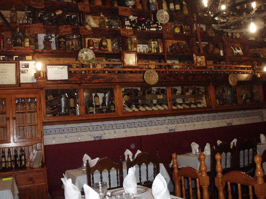 Bodega Cigalena: The dining room.