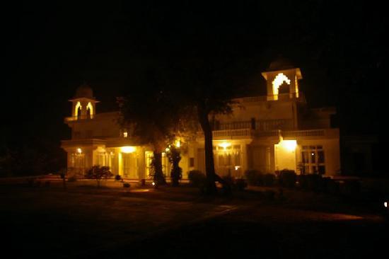 Savista Retreat: Savista at night