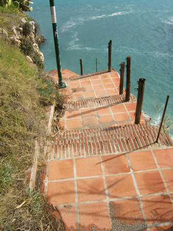 Нерха, Испания: Paseo de los Carabineros - The derelict coastal walkway between Nerja (The Balcón) and Burriana