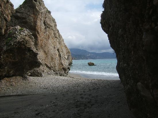 Paseo de los Carabineros - The derelict coastal pathway between Nerja (The Balcón) and Burriana