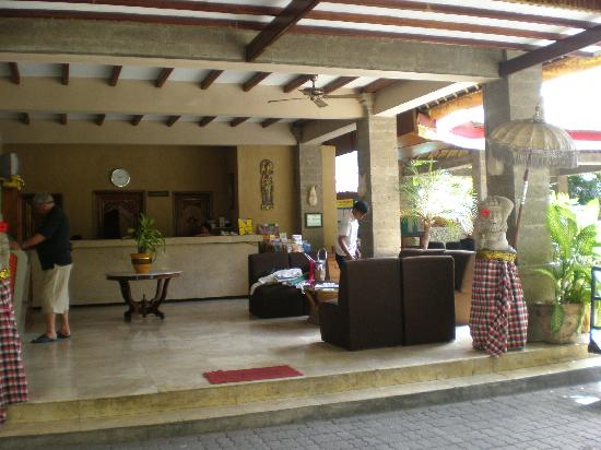 Aneka Beach Hotel: hotel reception/lobby