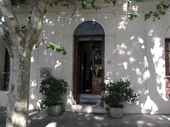 Hotel posada Manuel de lobo: Entrance from street