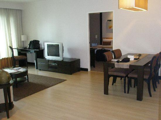 Somerset Park Suanplu: Living room