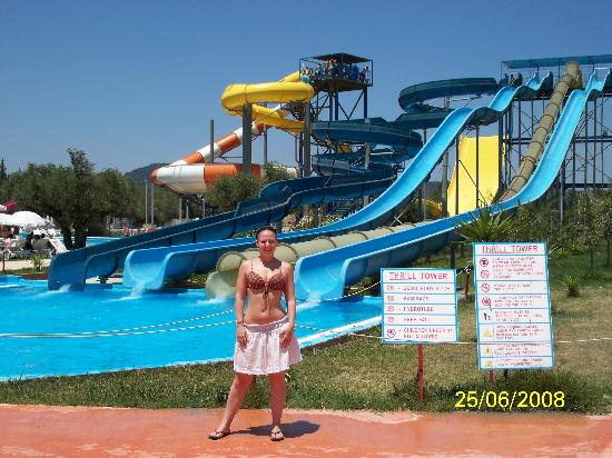 Venus Hotel & Suites: More slides at the waterpark