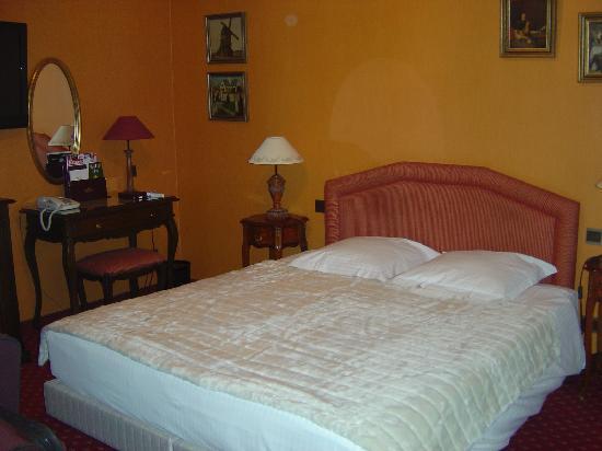 Hotel Prinsenhof Bruges: another shot of the room